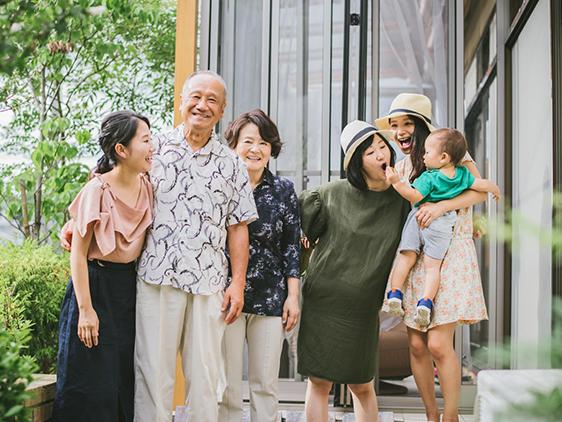 2017.0804実家が引っ越しするということで、長年住んだ思い出の実家で家族撮影を撮りました(^^)/楽しい家族でした 笑いい記念に…